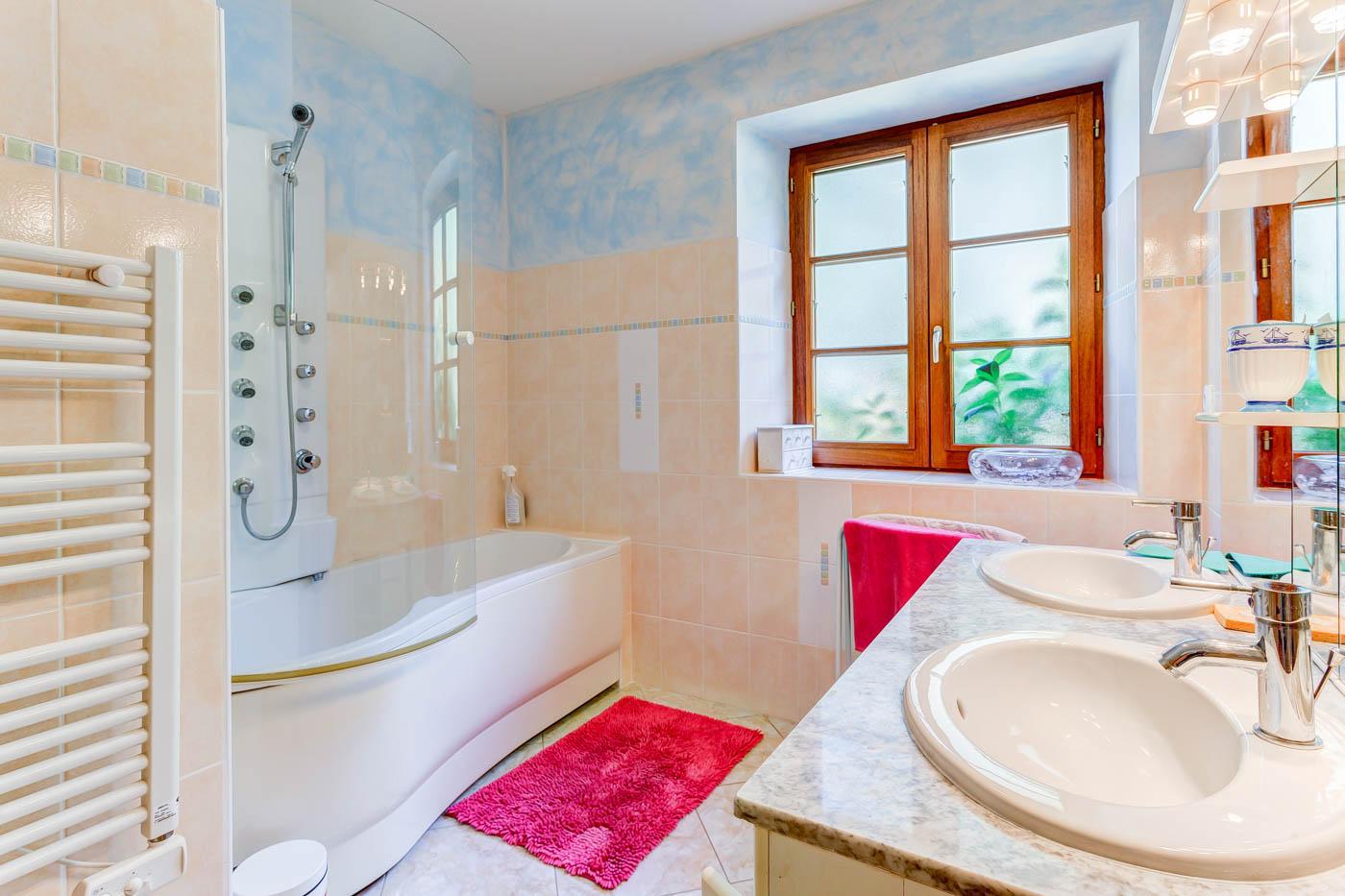 Maison-Vacances-le-Losthe-salle-de-bains